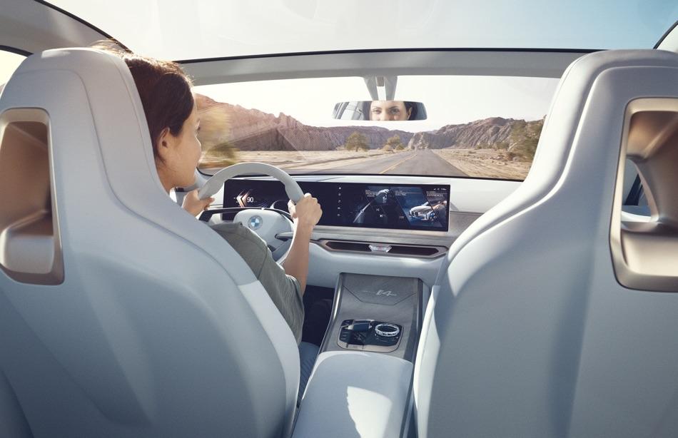Autonomia di BMW i4 Concept 2020