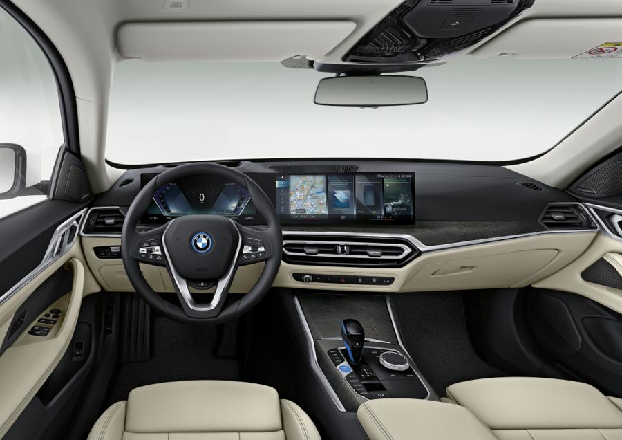interni di BMW i4