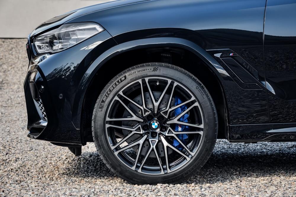 Cerchi e freni di BMW X6 M
