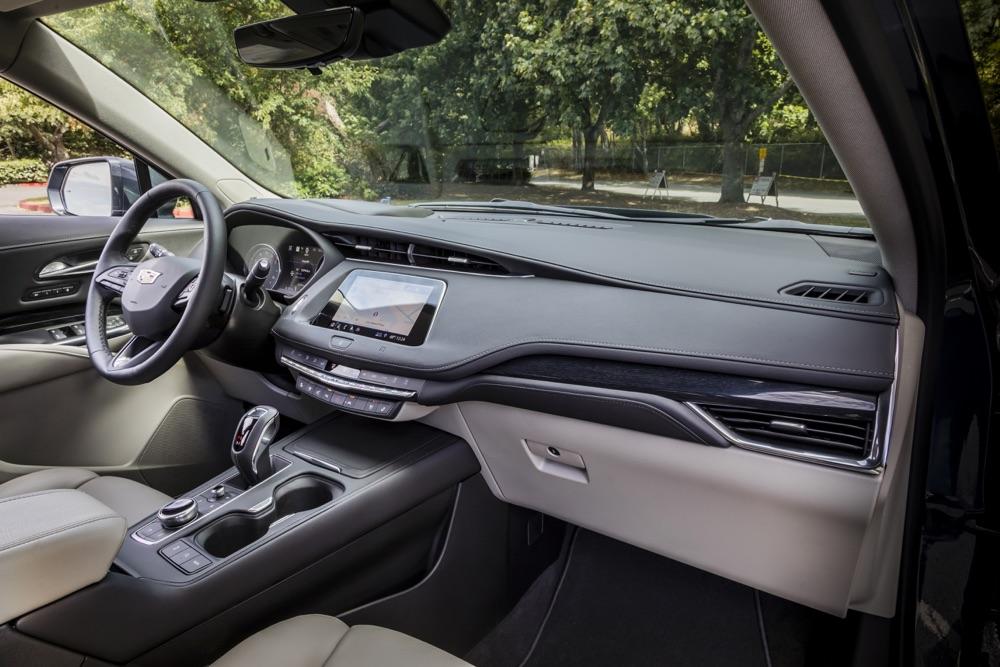 Abitacolo del suv Cadillac XT4 2020