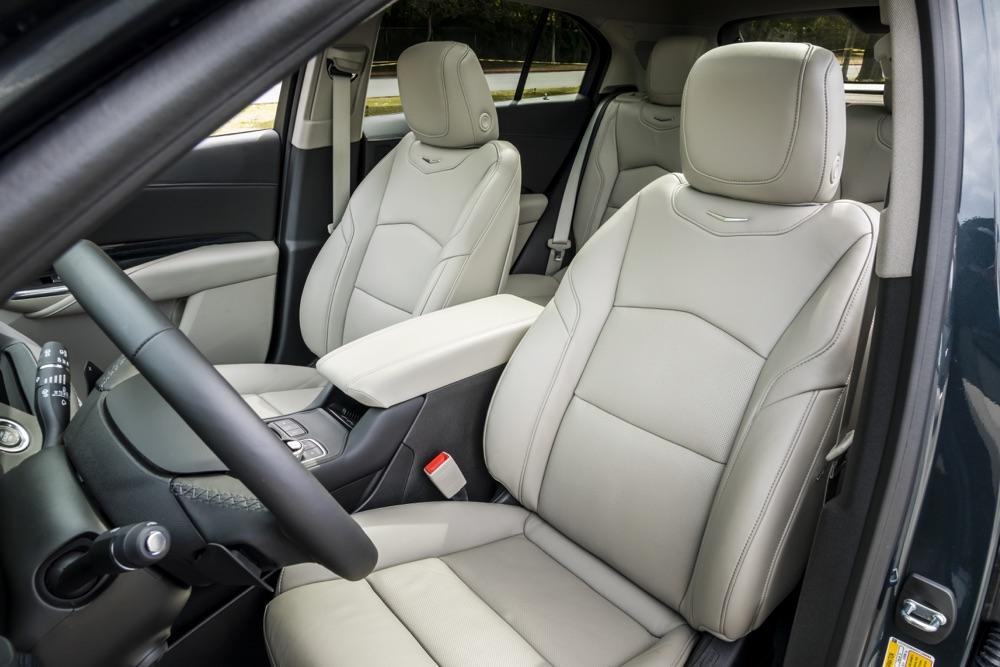 Sedili del suv Cadillac XT4 2020