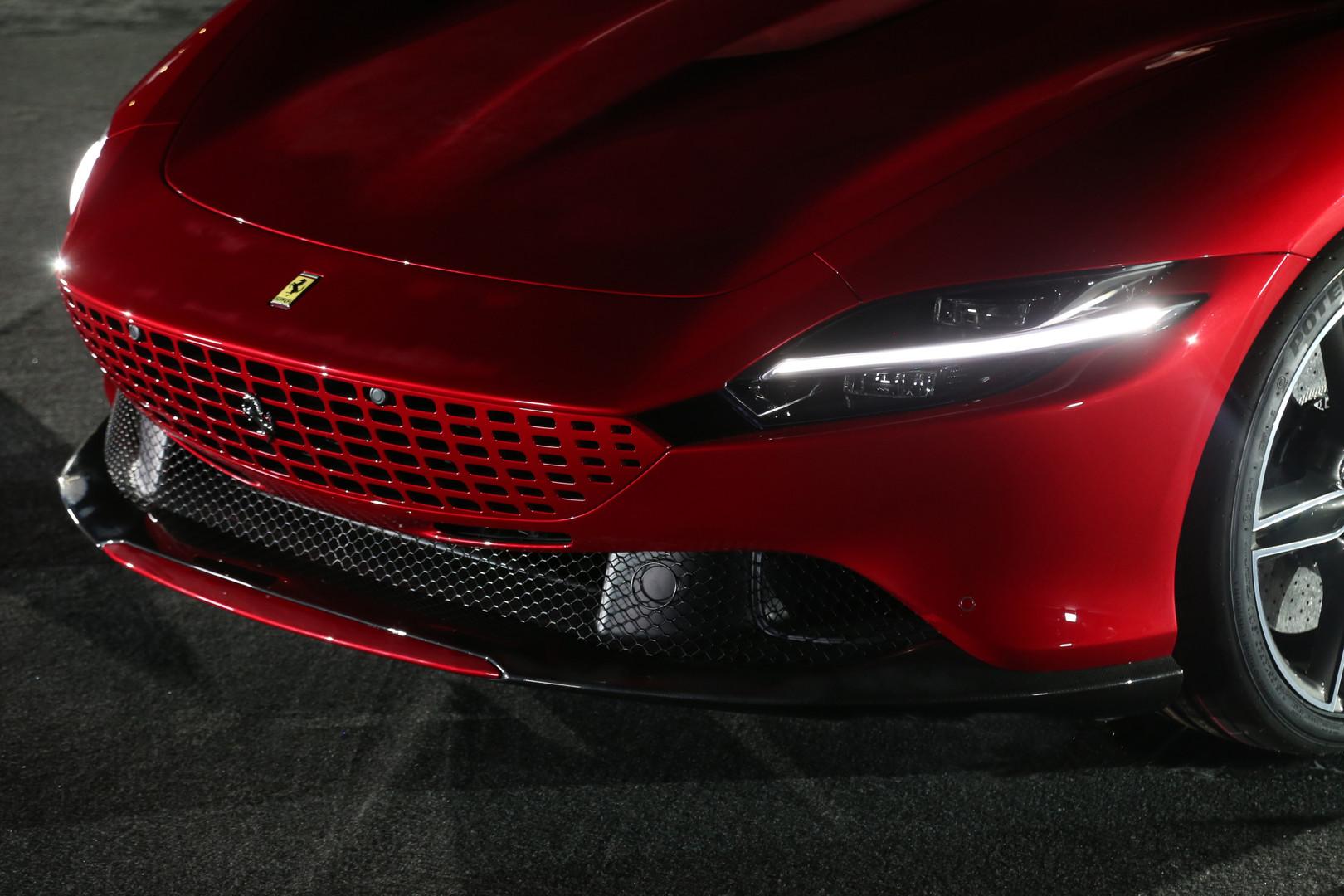Fari full led di Ferrari Roma