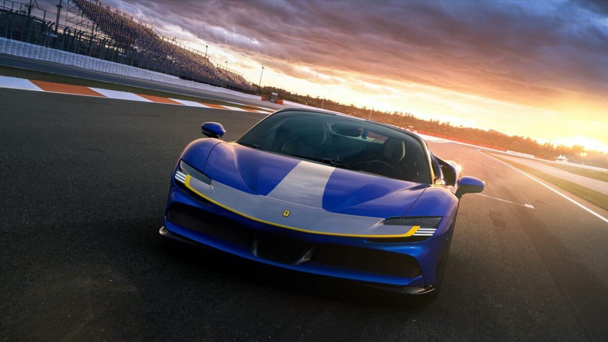 Ferrari-sf90-spider-anteriore-blu