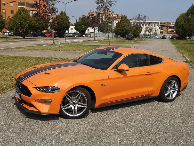 Ford Mustang GT500 fiancata