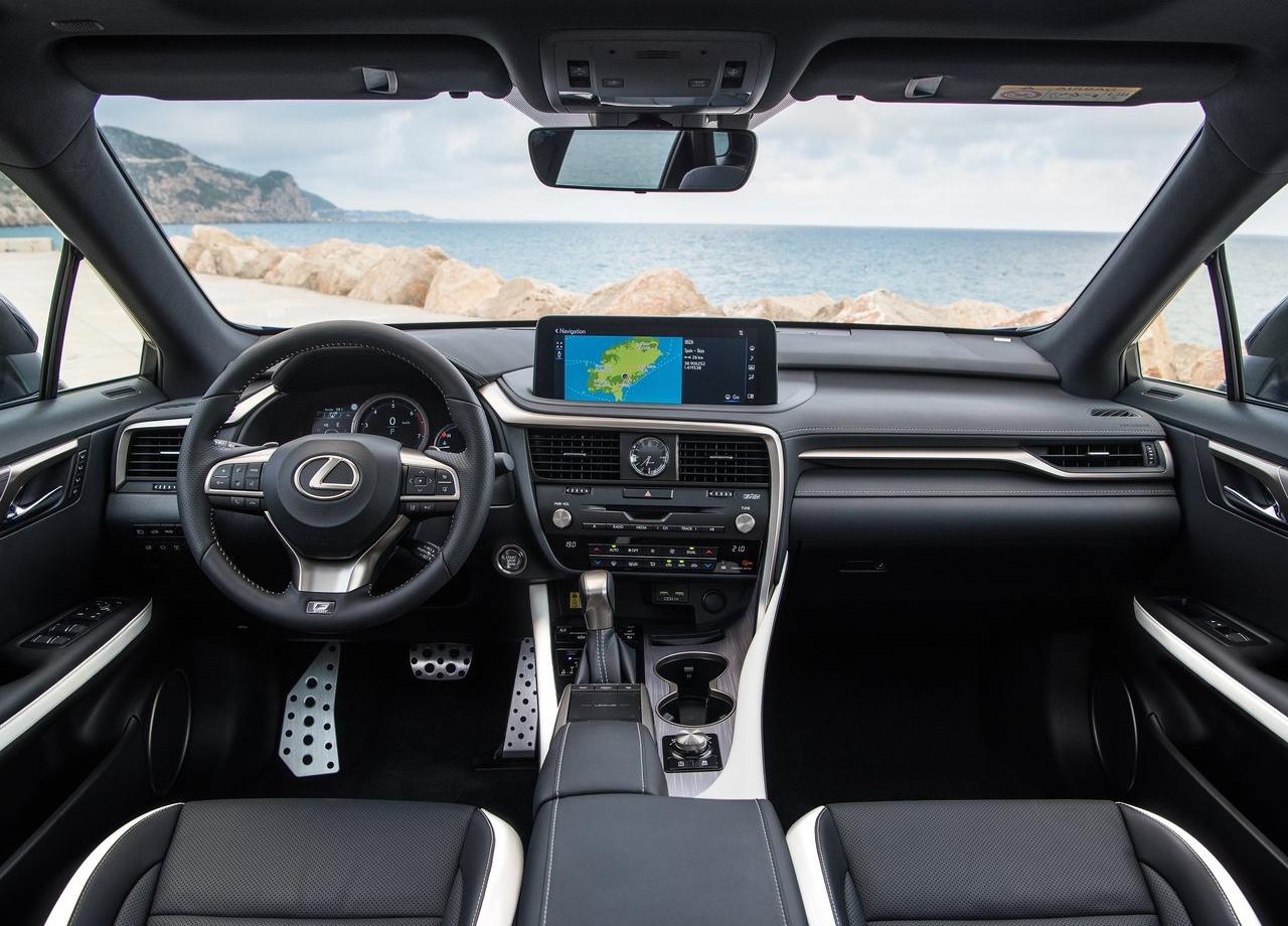 Abitacolo di Lexus RX