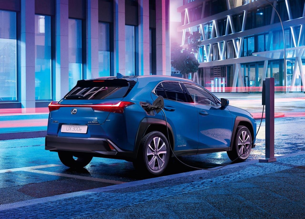 Autonomia di Lexus UX elettrica