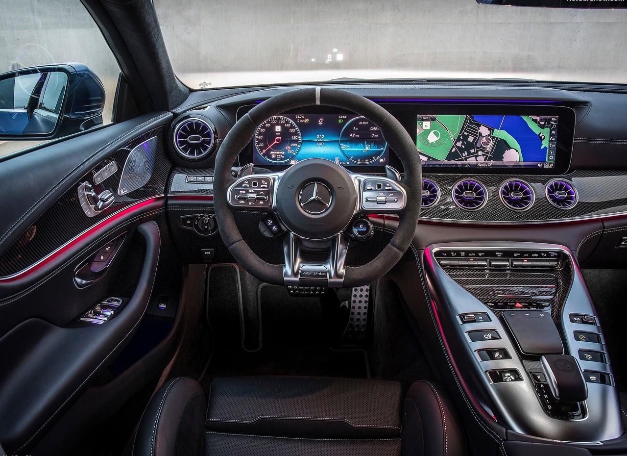 Interni di Mercedes AMG GT 4 porte