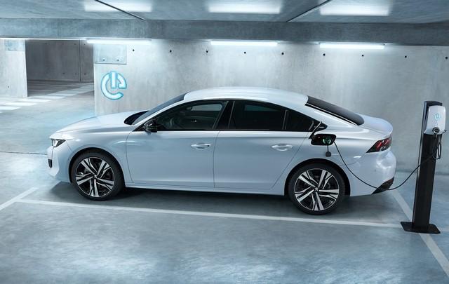 Peugeot-Hybrid-508-e-3008-2-1