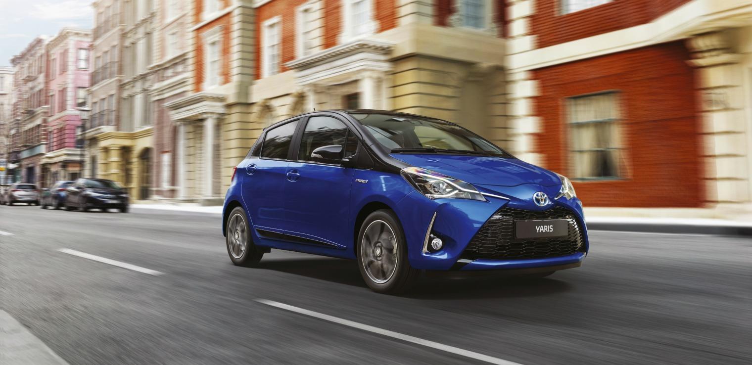 Toyota-Yaris-ibrida-noleggio-lungo-termine