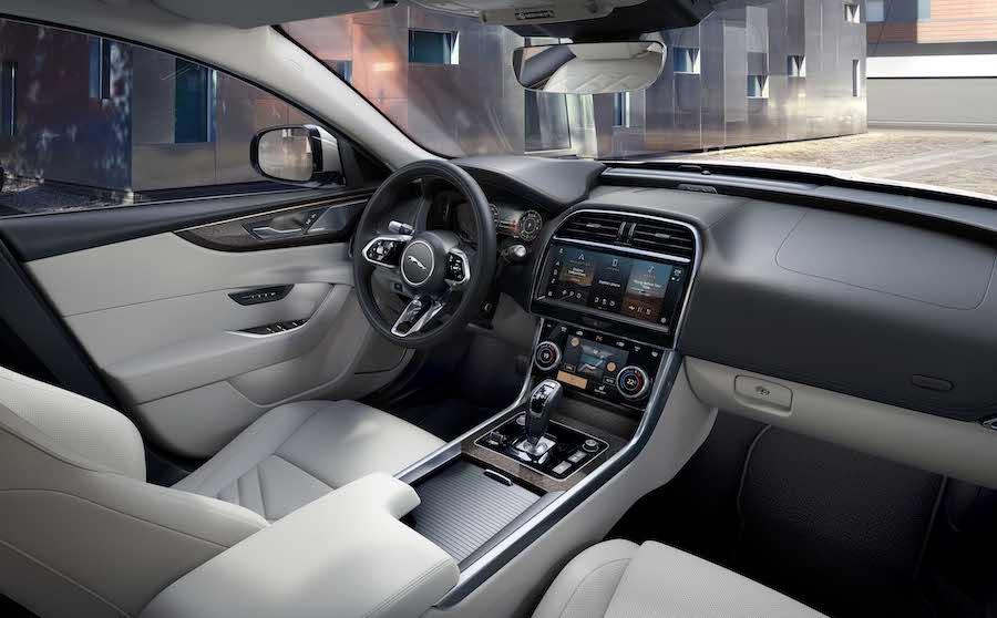 Abitacolo di Jaguar XE 2021