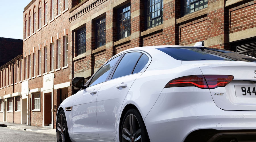 Fari led su Jaguar XE 2021