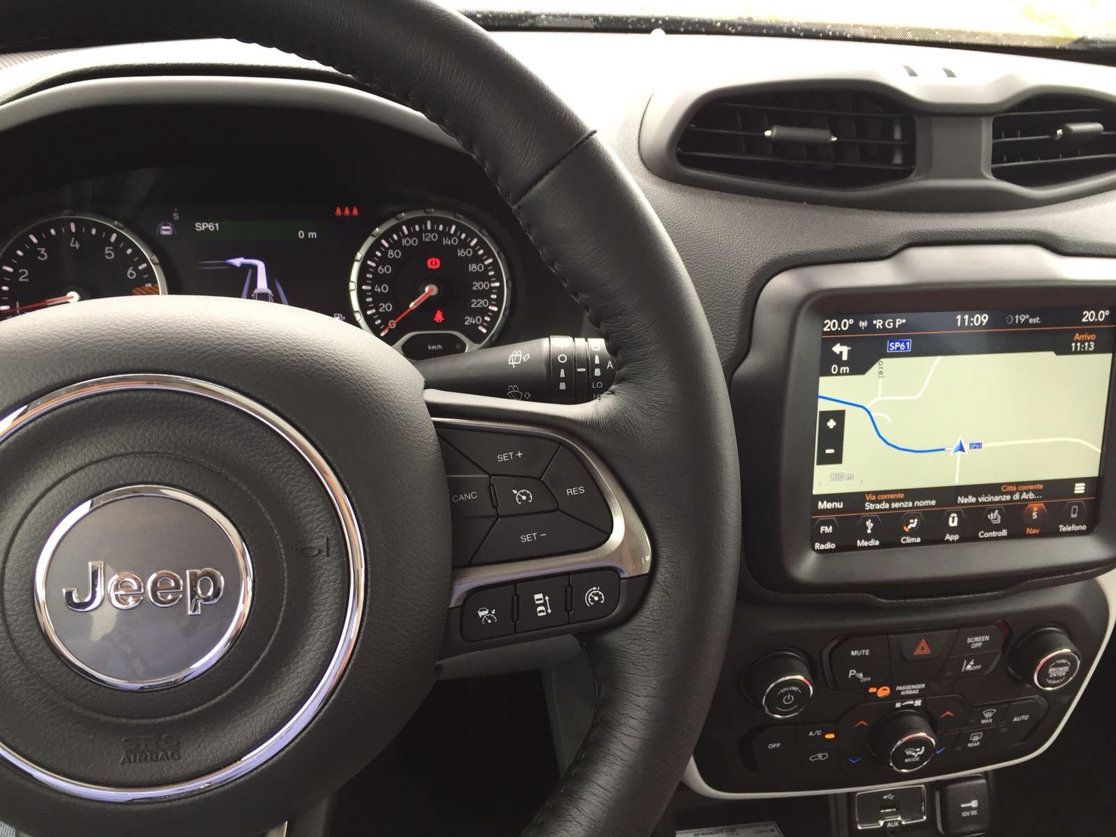 jeep-renegade-2019-volante-infotainment