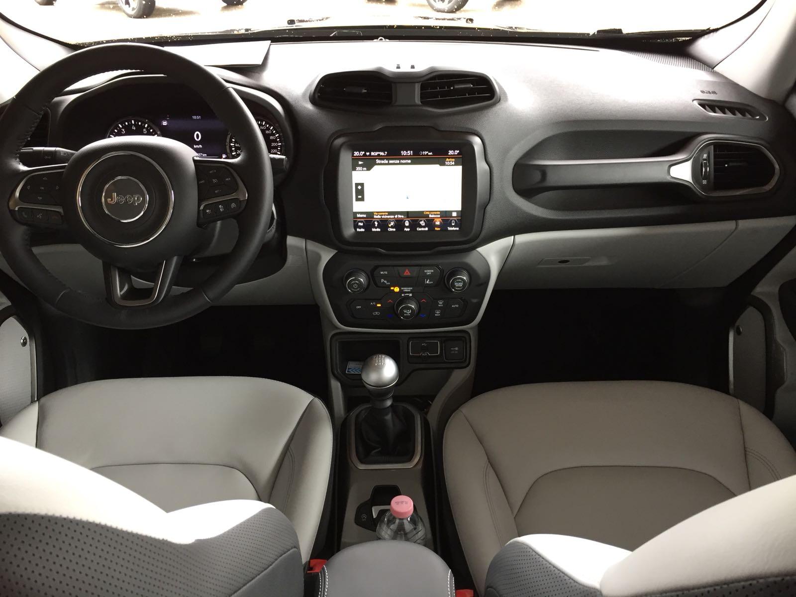 nuova-jeep-renegade-2019-interni-sedili-anteriori