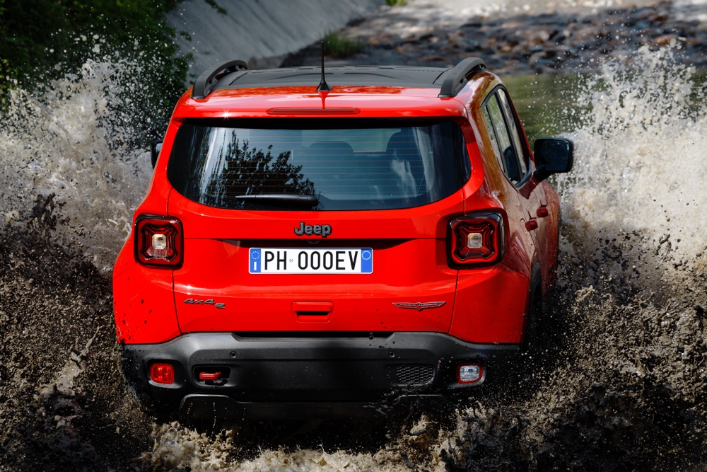 Jeep Renegade ibrida plug-in 4x4e