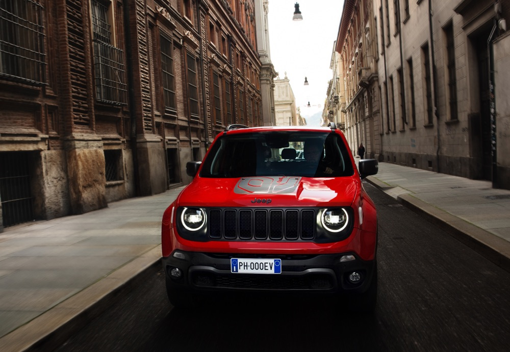 Uscita di Jeep Renegade ibrida plug-in