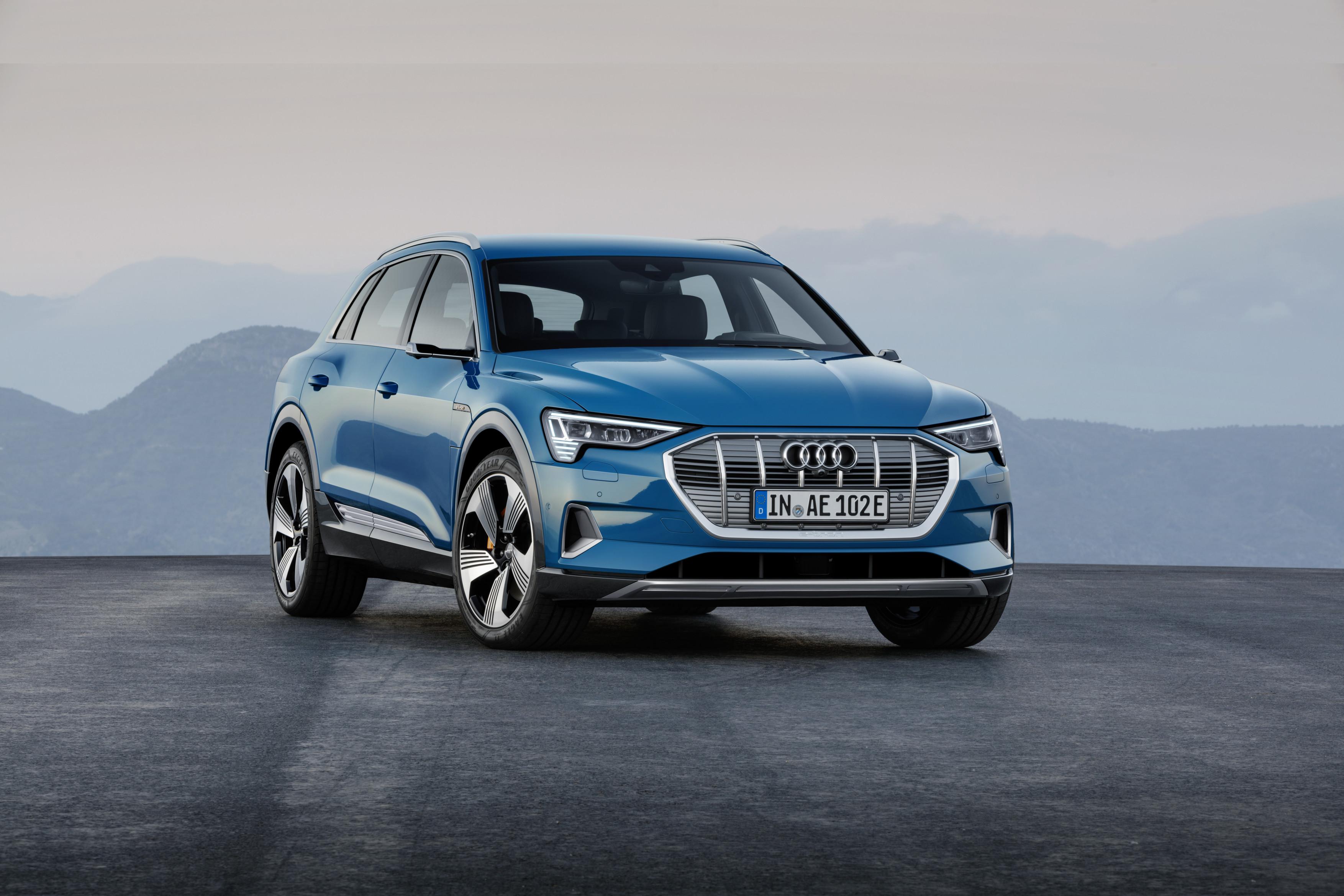 Audi e-tron frontale