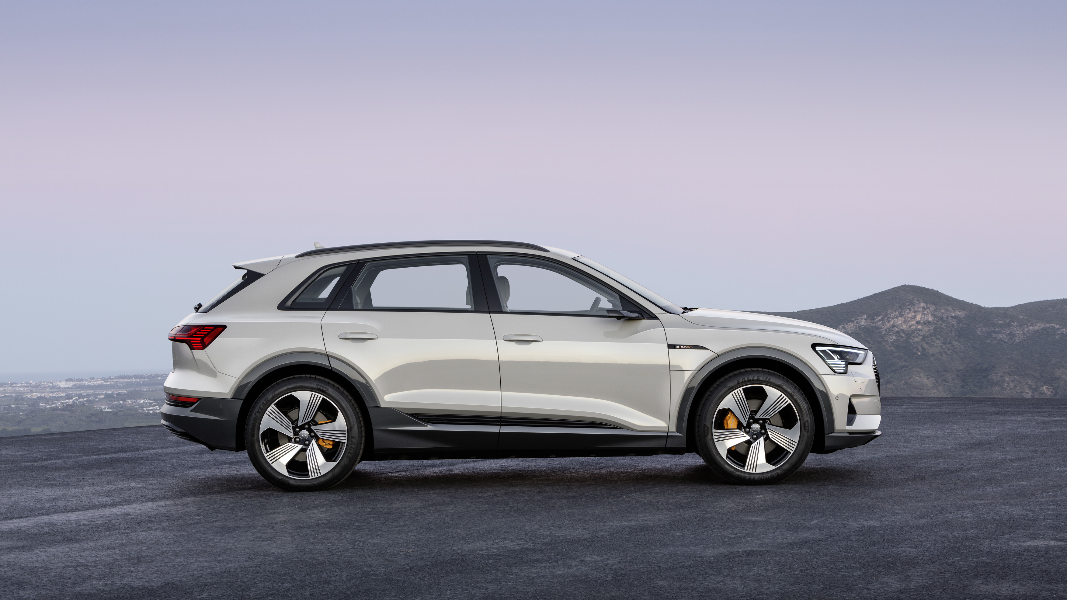 Linea Audi e-tron