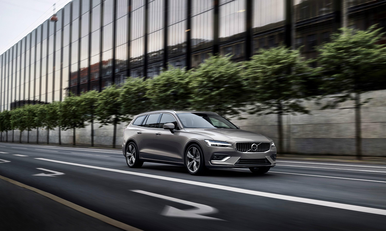 Nuova Volvo V60 di tre quarti