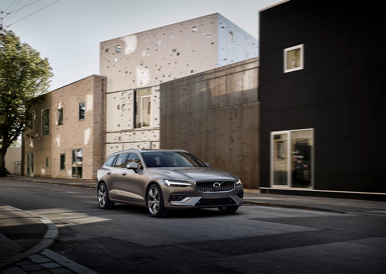 Nuova Volvo V60 in città