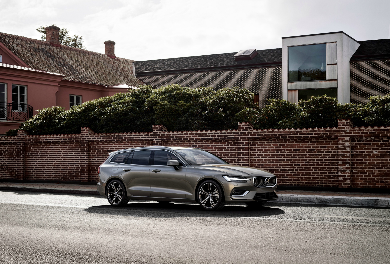 Nuova Volvo V60 su strada