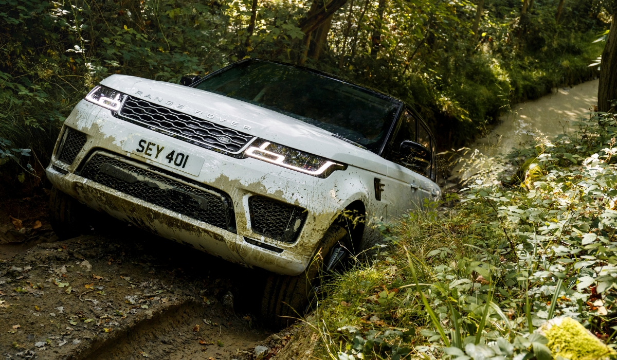 Land-Rover-Range-Rover-Sport-PHEV-bianca