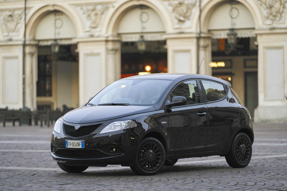 Lancia-Ypsilon-Manovra-Perfetta
