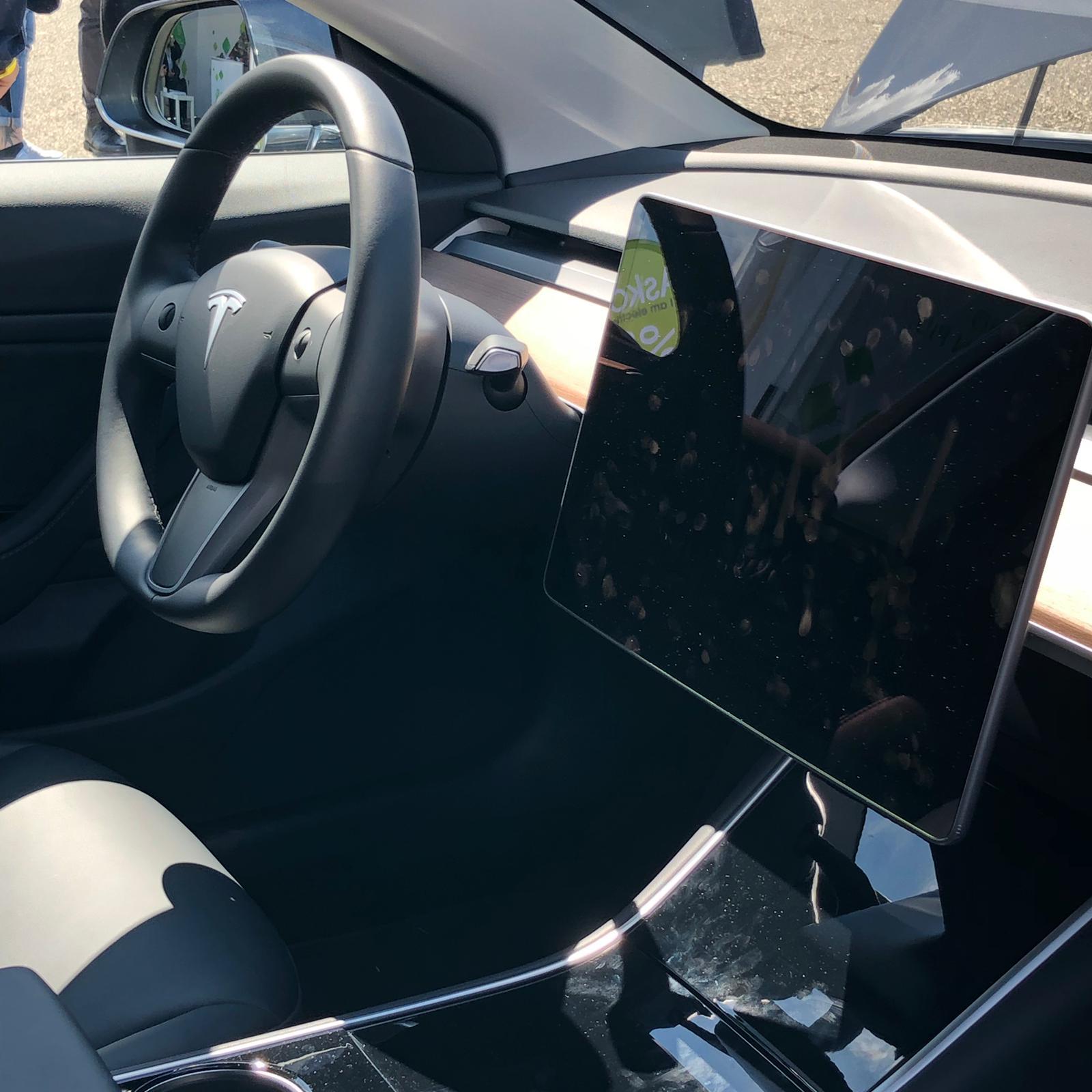 interni-tesla-model-3-anteprima-fleet-motor-day-2019