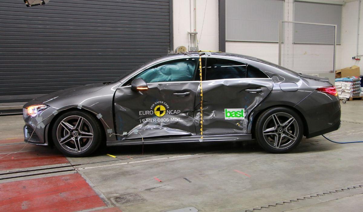 Nuova Mercedes CLA auto sicura