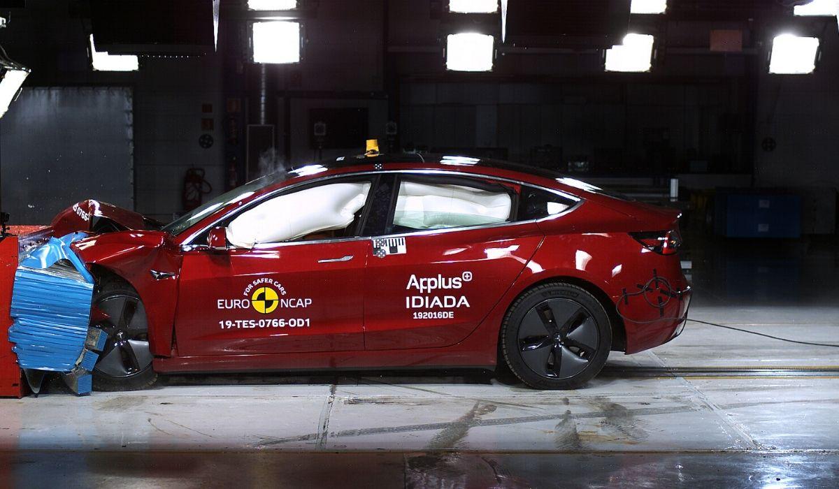 Nuova Tesla Model 3 auto sicura