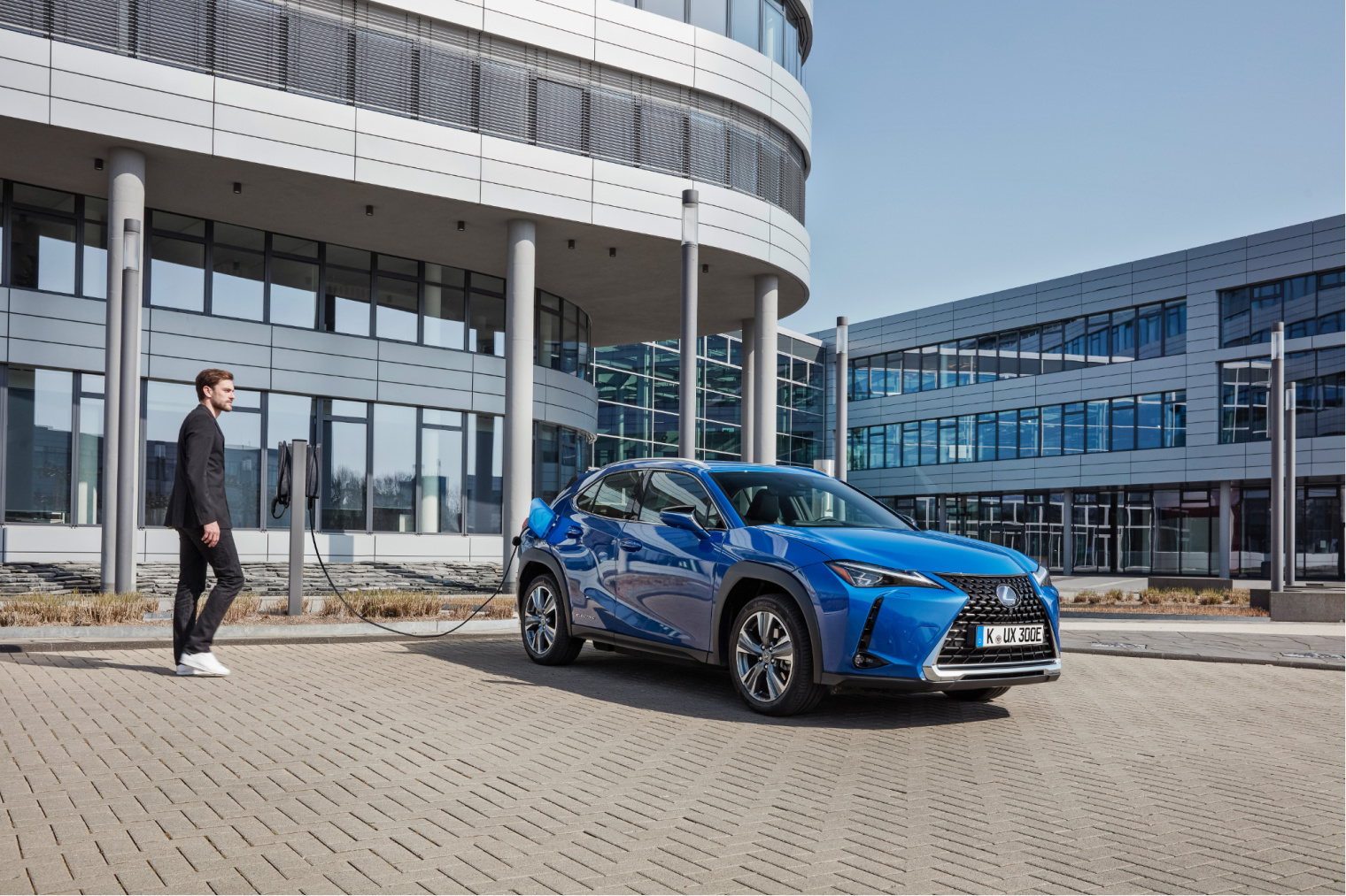 Dettagli-aerodinamici-nuova-Lexus-UX-elettrica