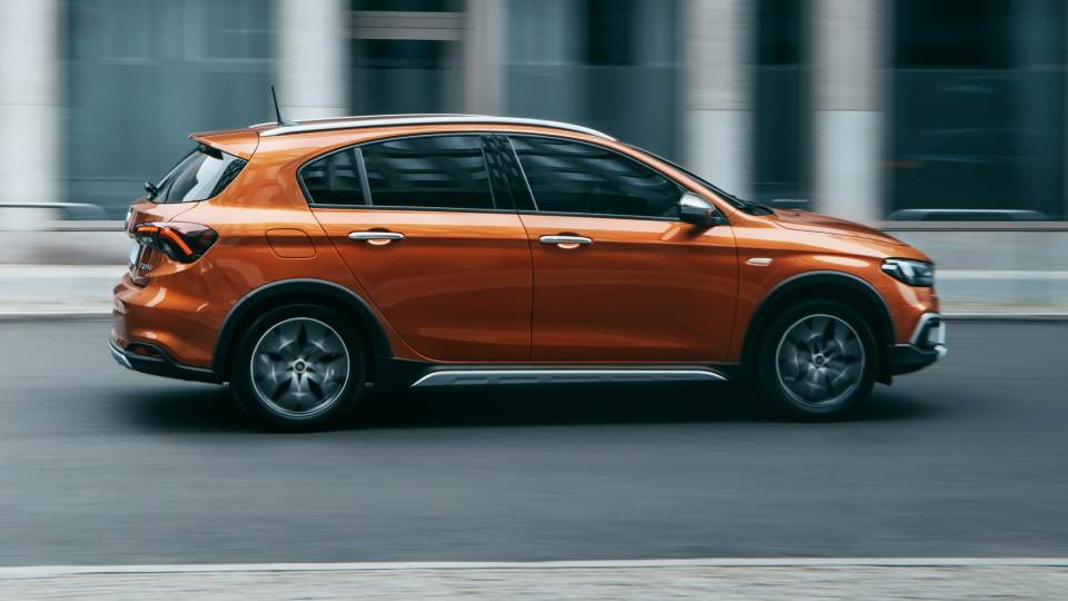 nuova-Fiat-Tipo-Cross-2021