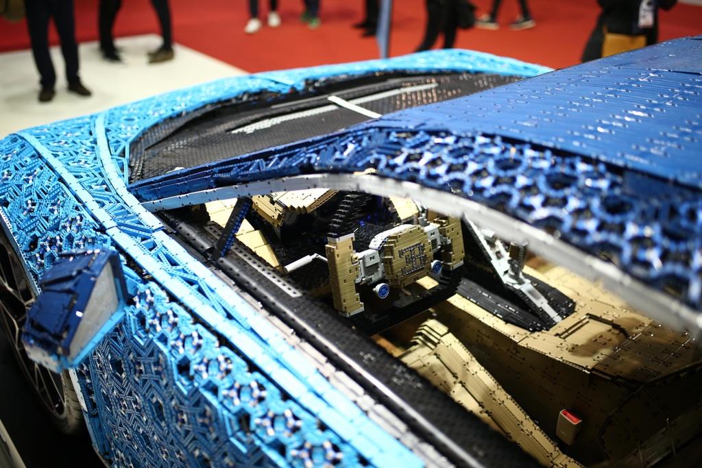 Motori di Bugatti Chiron Lego al Salone di Parigi 2018