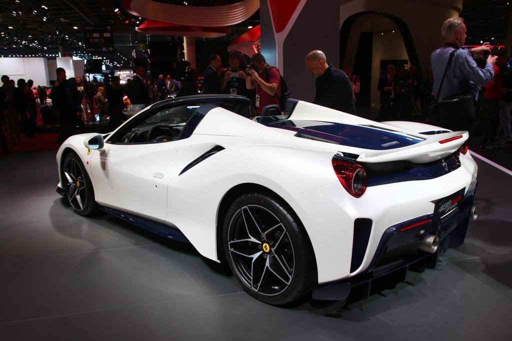 Motore di Ferrari 488 Pista Spider al Salone di Parigi 2018