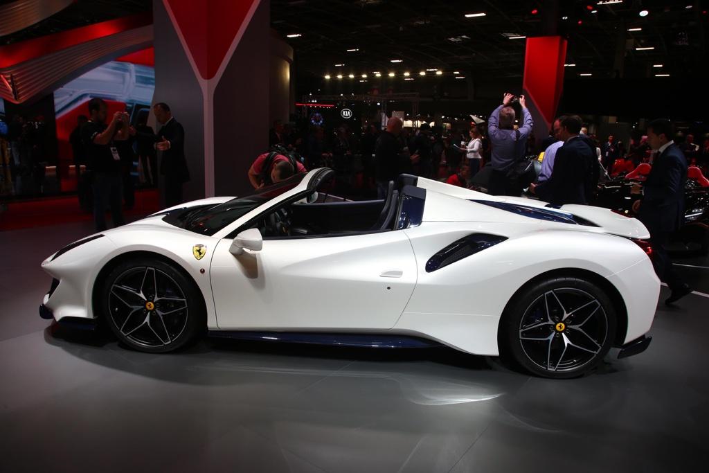 Prestazioni di Ferrari 488 Pista Spider al Salone di Parigi 2018