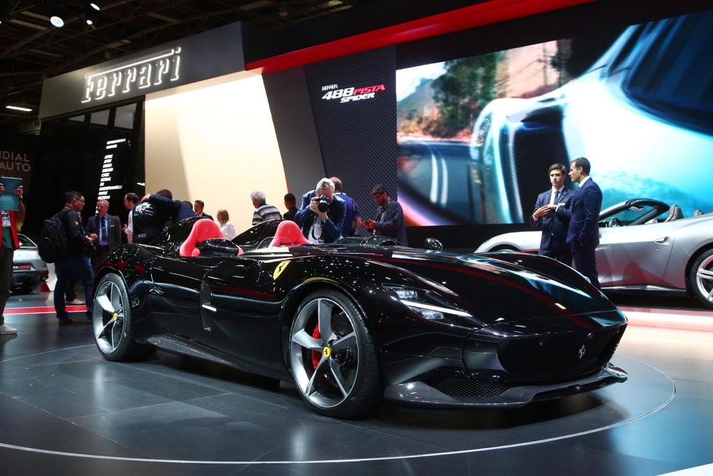 Ferrari Monza SP2 al Salone di Parigi 2018