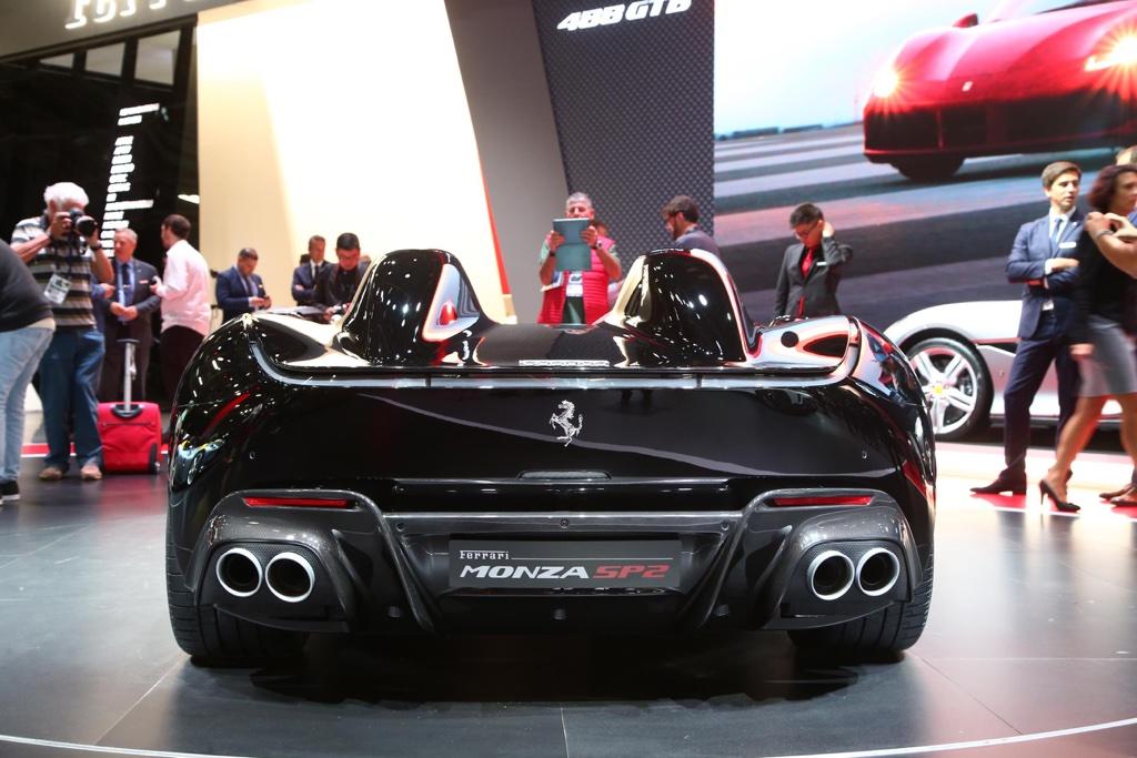 Scarichi V12 di Ferrari Monza SP2 al Salone di Parigi 2018