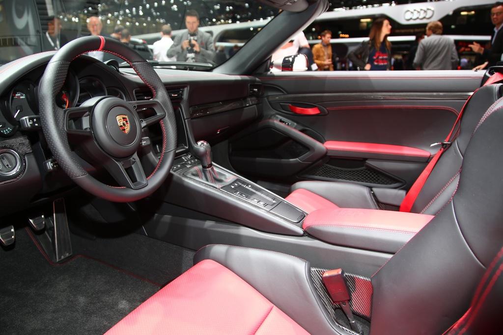 Interni di Porsche 911 Speedster al Salone di Parigi 2018