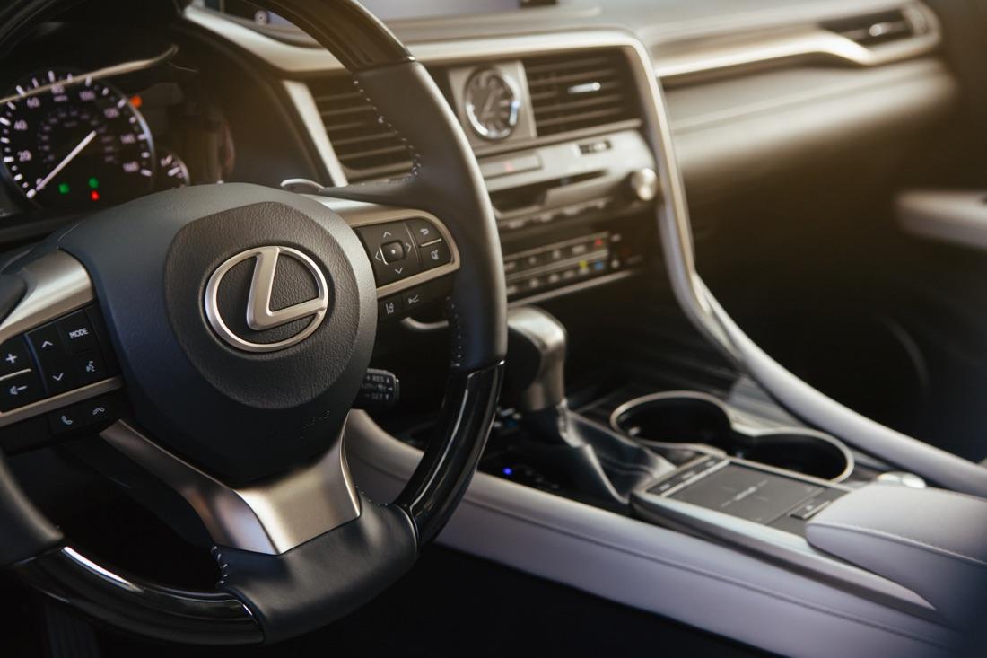 Abitacolo di Lexus RX 2020