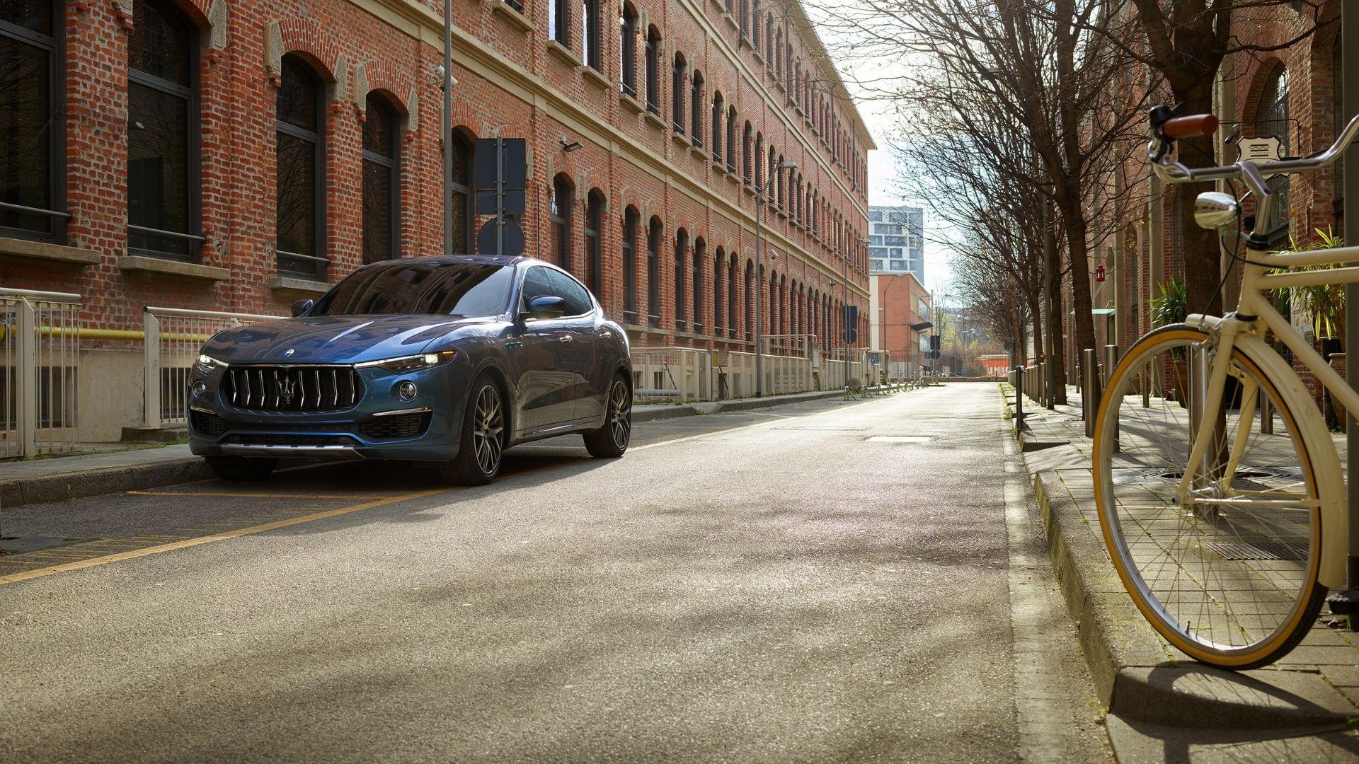 Maserati-Levante-Hybrid-anteriore-fabbrica