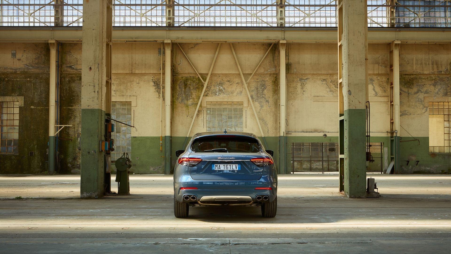 Maserati-Levante-Hybrid-dettaglio-posteriore-industrial