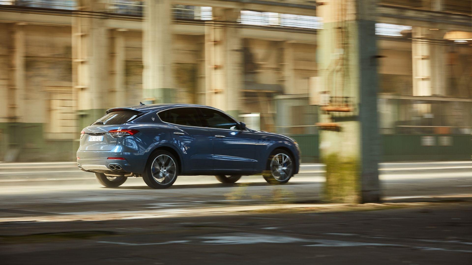Maserati-Levante-Hybrid-moto-posteriore