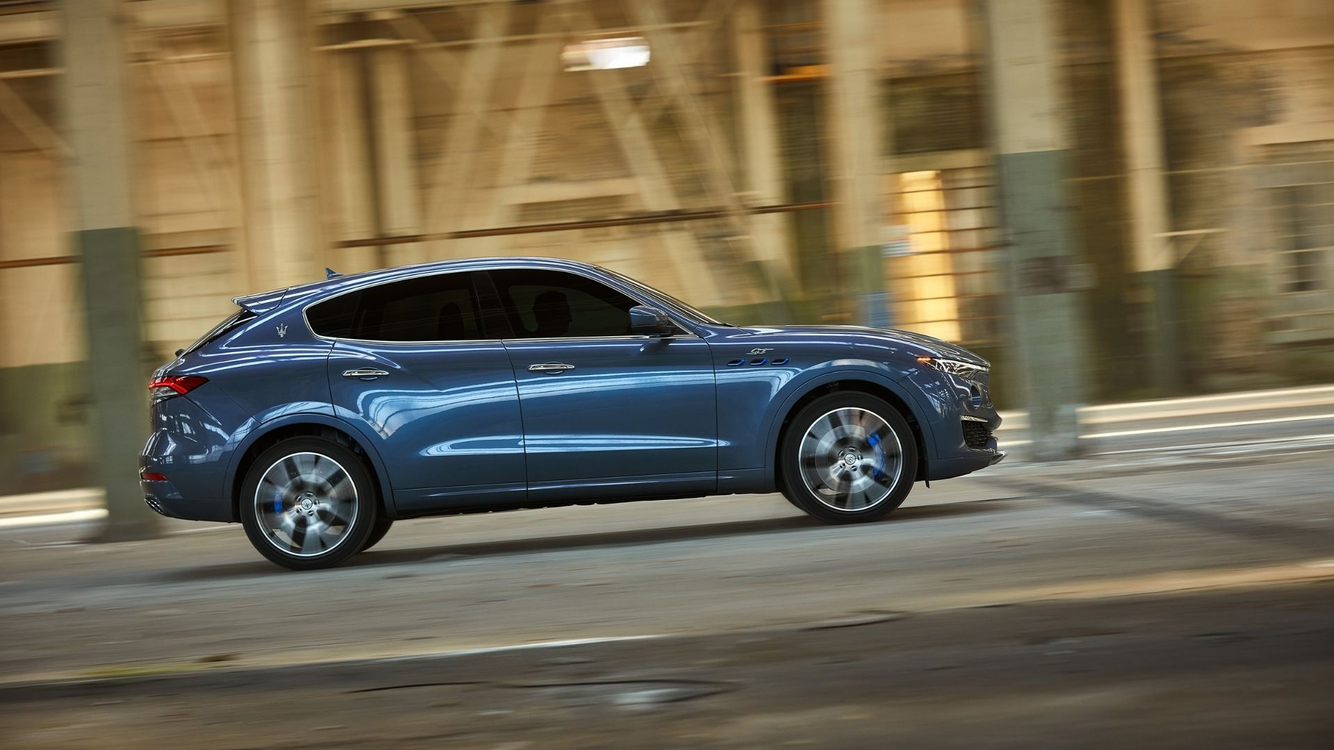 Maserati-Levante-Hybrid-profilo-destro