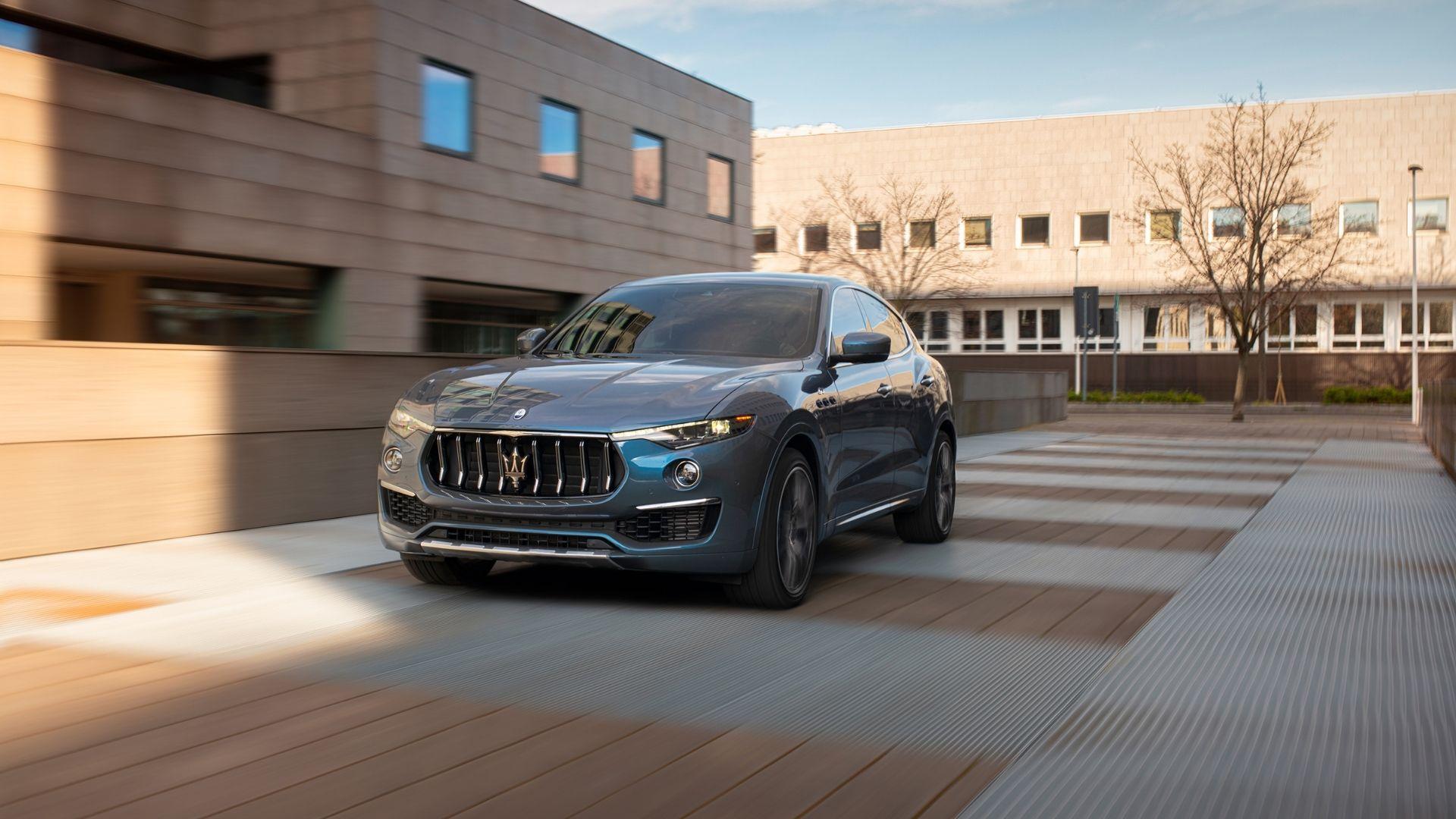 Maserati-Levante-anteriore-moto