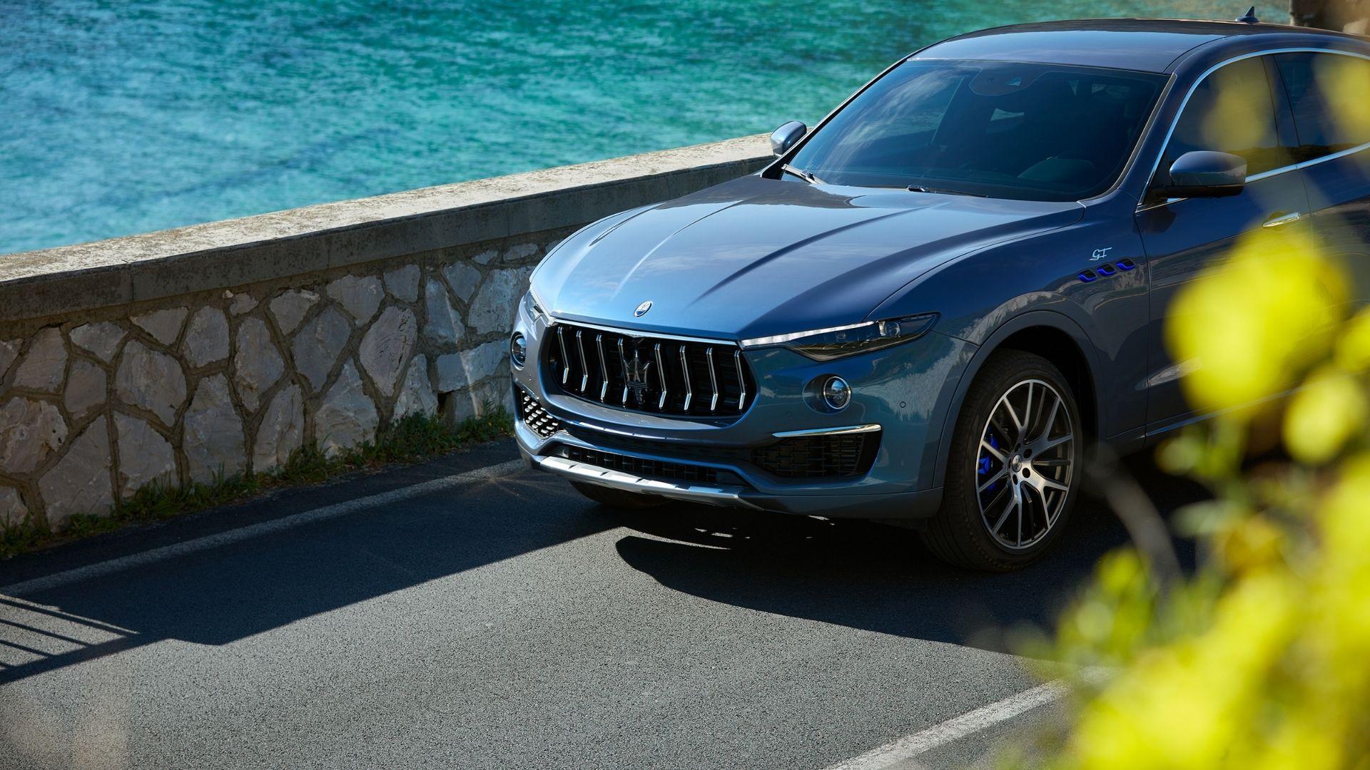 Maserati-Levante-dettaglio-anteriore-mare