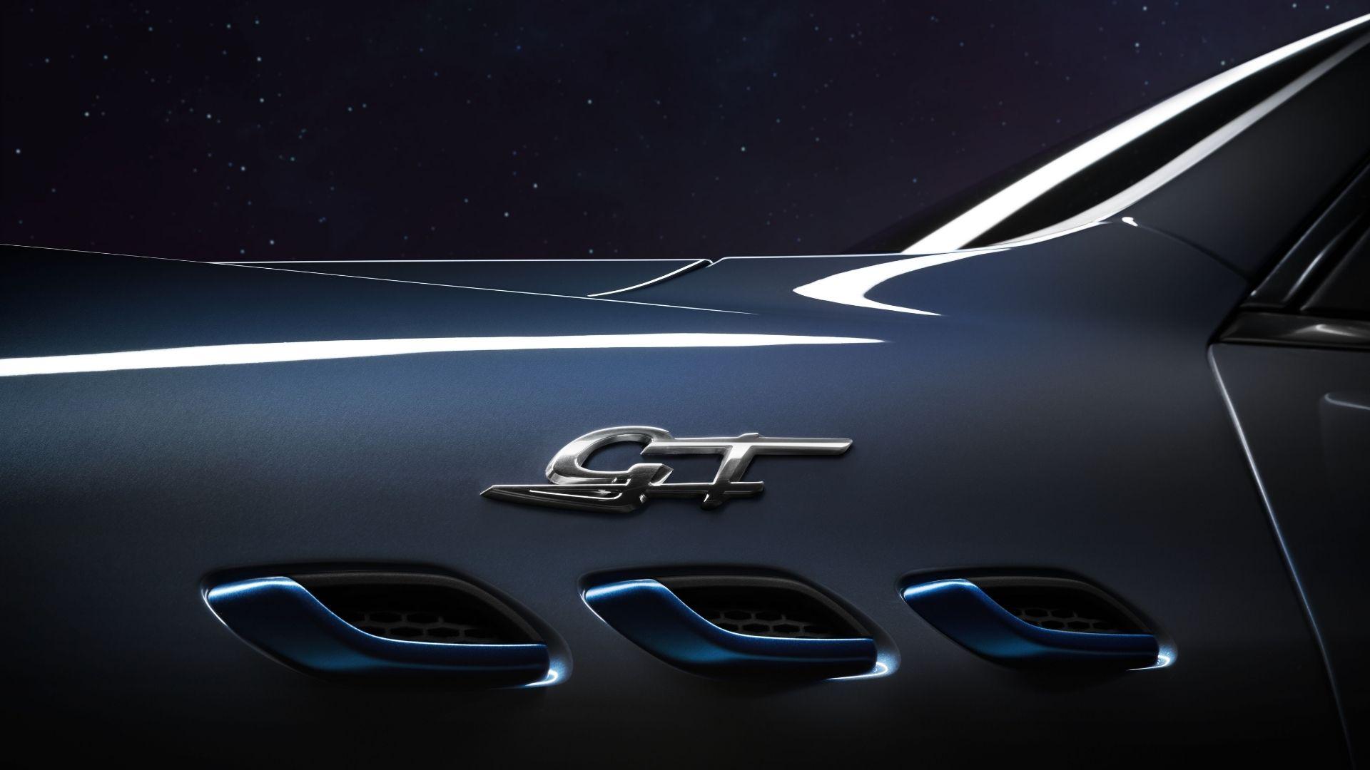 Maserati-Levanti-Hybrid-blu-cobalto