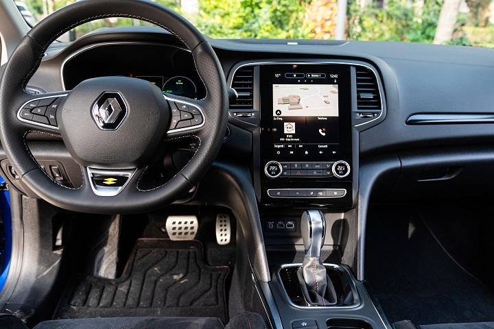 renault-mégane-sporter-e-tech-plug-in-hybrid-interni