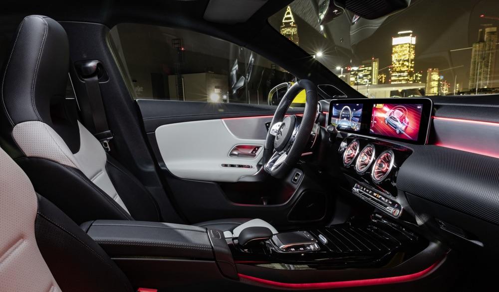 Interni di Mercedes AMG CLA 35