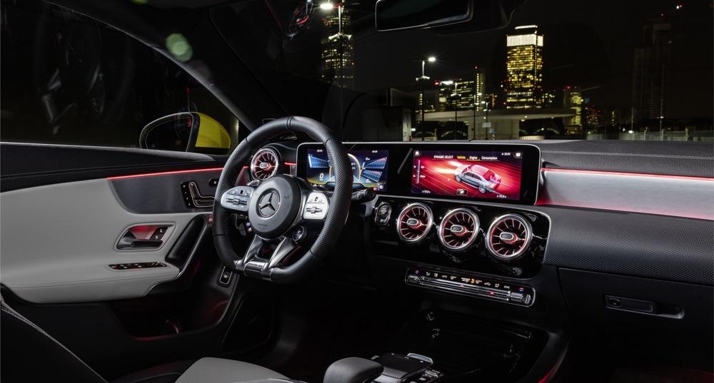 Volante AMG di Mercedes AMG CLA 35