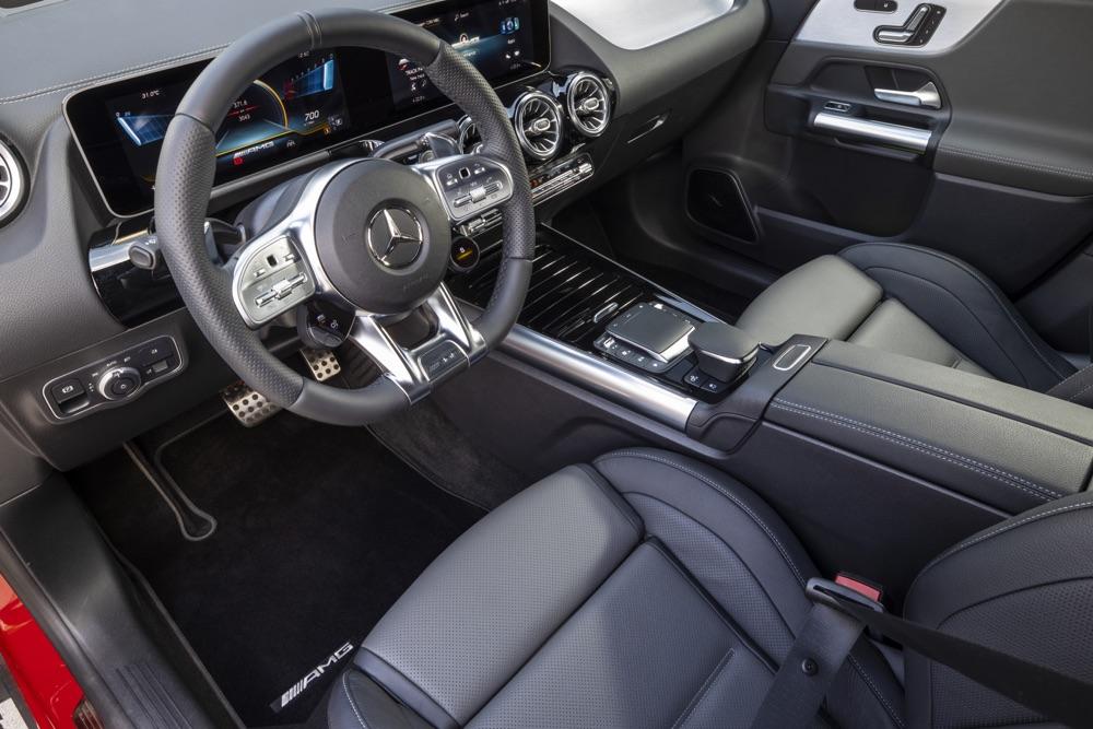 Interni di Mercedes-AMG GLA35