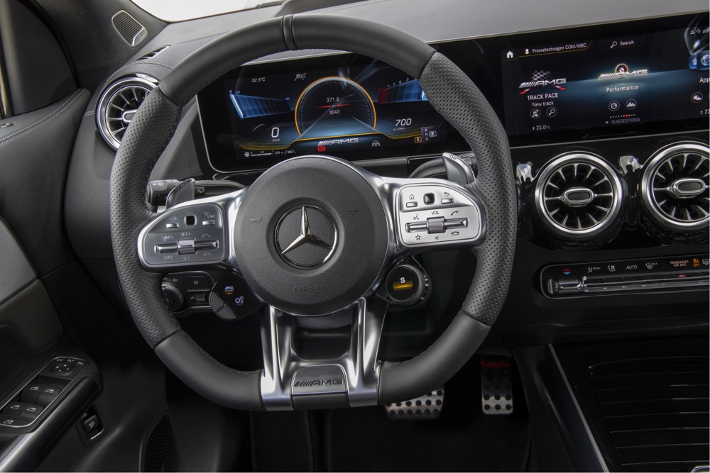 Volante Performance di Mercedes-AMG GLA35